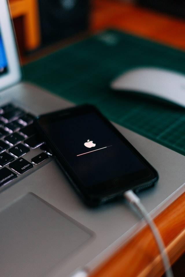 Apple Facebook Battle | O2 Gutschein | www.gutschein-fuer-dich.com